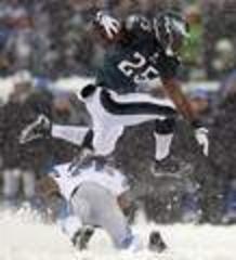 Eagles' offensive blizzard buries sloppy Lions